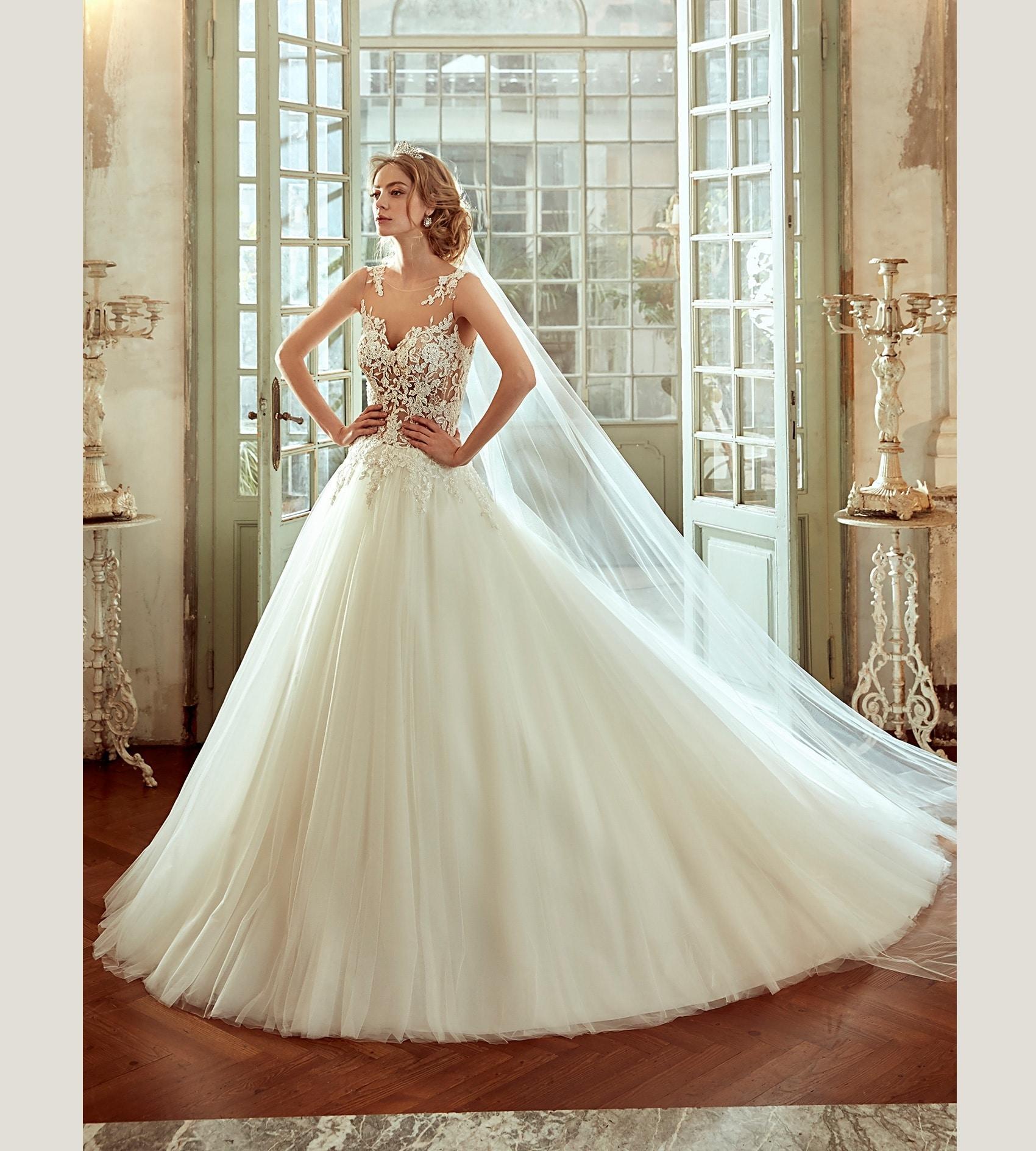 Robes de mari e nicole spose showroom lyne mariage for Prix de robe de mariage nicole