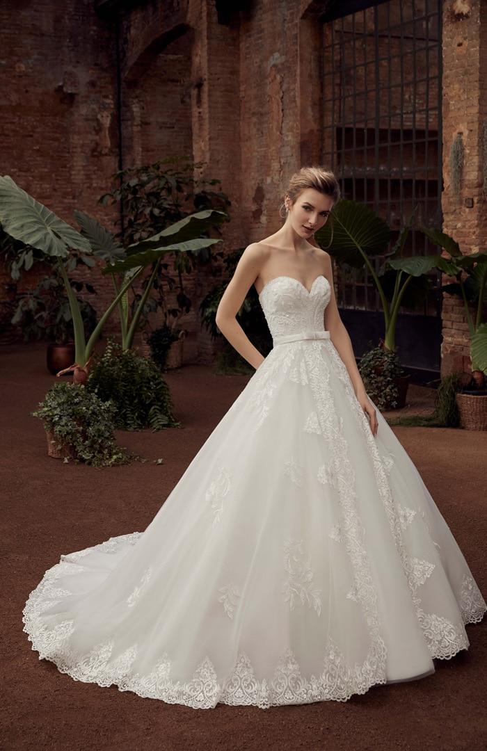 Robe de mariée Miss Kelly modèle 21121 − Lyne Mariage